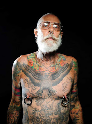 mayores con tatuajes 1