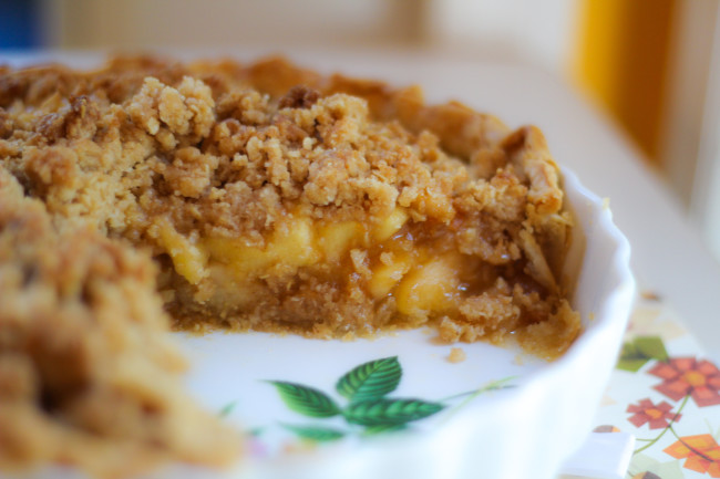Apple Pie with Oat Streusel