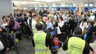 Algunas demoras en los vuelos tanto en el Aeropuerto Internacional de Ezeiza como en el Aeroparque Metropolitano se producen en la mañana de este viernes como consecuencia de asambleas que en el marco de la negociación paritaria llevan adelante trabajadores de la Asociación del Personal Aeronáutico (APA) afectado a la carga y descarga de equipaje.