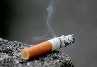 Merokok dapat menyebabkan bau mulut