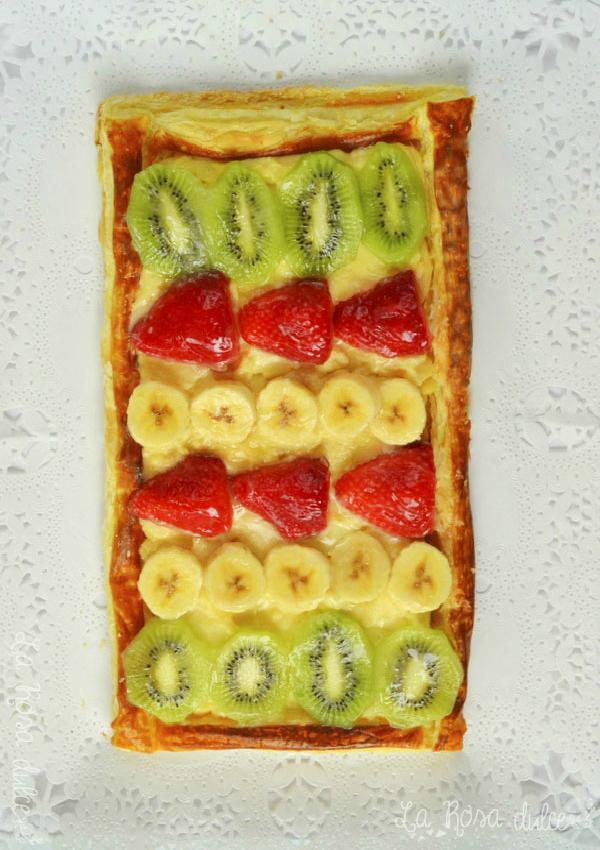 Tarta de hojaldre con crema y fruta fresca {sin lactosa}