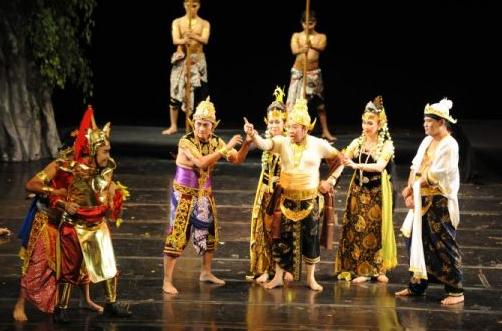Konsep Isi Pengertian Teater Tradisional di Indonesia