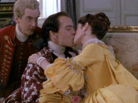 Dangerous Liaisons 1988 movieloversreviews.filminspector.com John Malkovich
