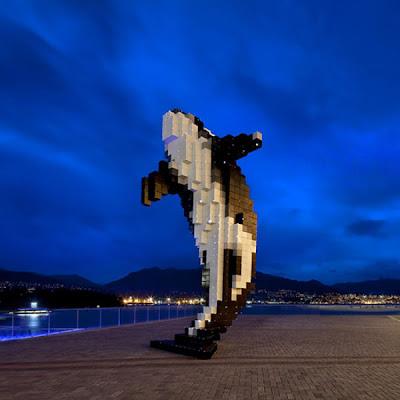 Escultura  contemporánea gigante