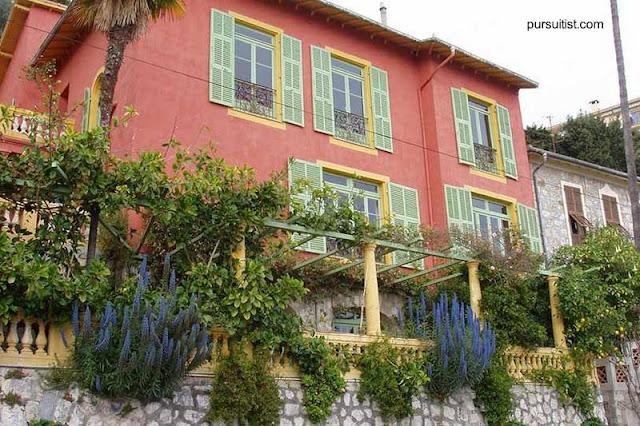 Fachada de una villa en La Riviera de Francia