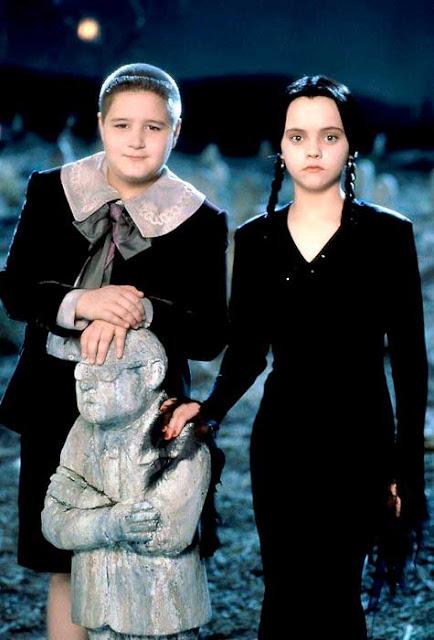 Feioso e Vandinha em filme da Família Addams