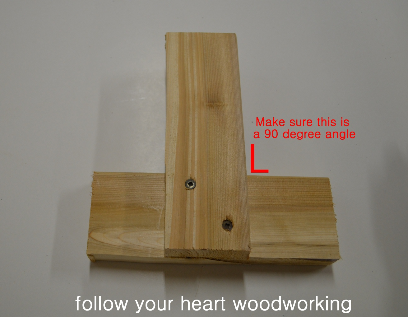 ... the wood edges are straight and the jig forms a perfect 90 degrees