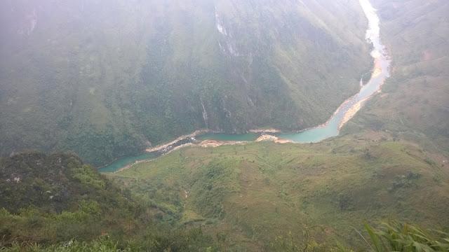 Sunrise in Ma Pi Leng Mountain Pass 1