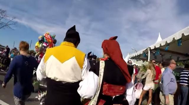Vestidos de trajes típicos Asturianos, rondaban por el Festival de la Sardina en Candás... nosotros les seguimos.