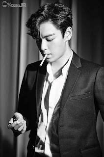 Foto Keren T.O.P Big Bang saat merokok