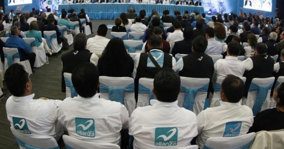 Más de mil 600 jóvenes renuncian al Panal-Querétaro para apoyar el proyecto de AMLO
