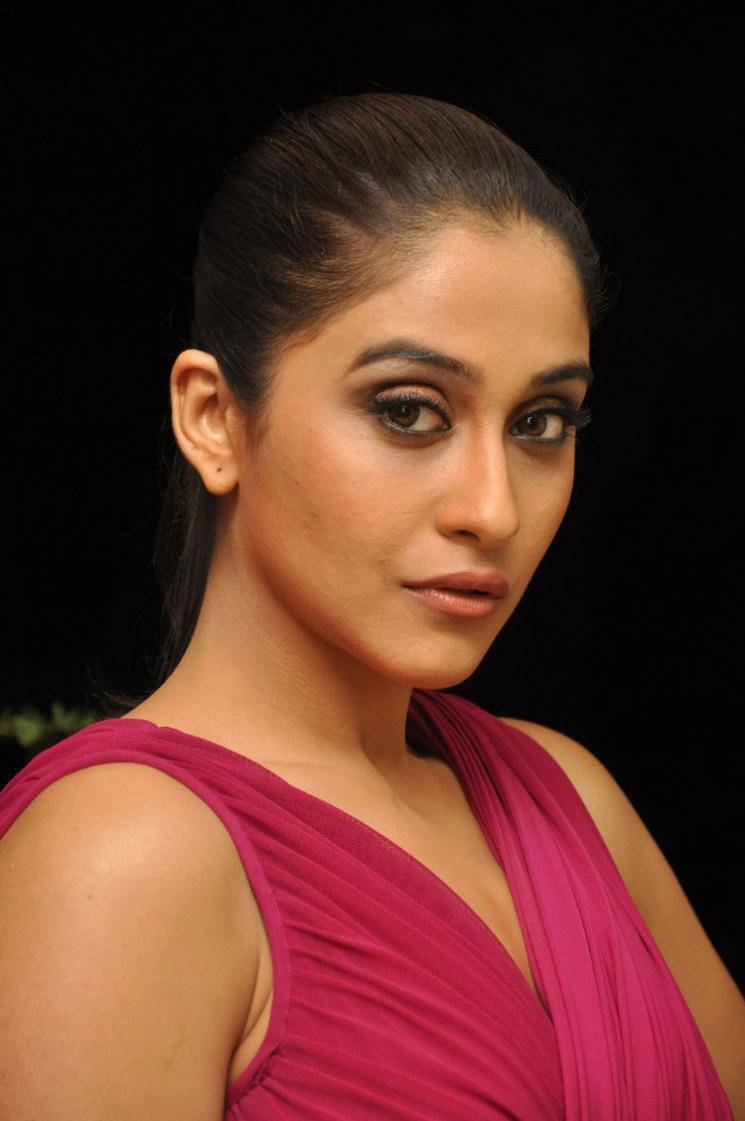 Regina Cassandra Hot Stills In Pink Saree At Audio Launch