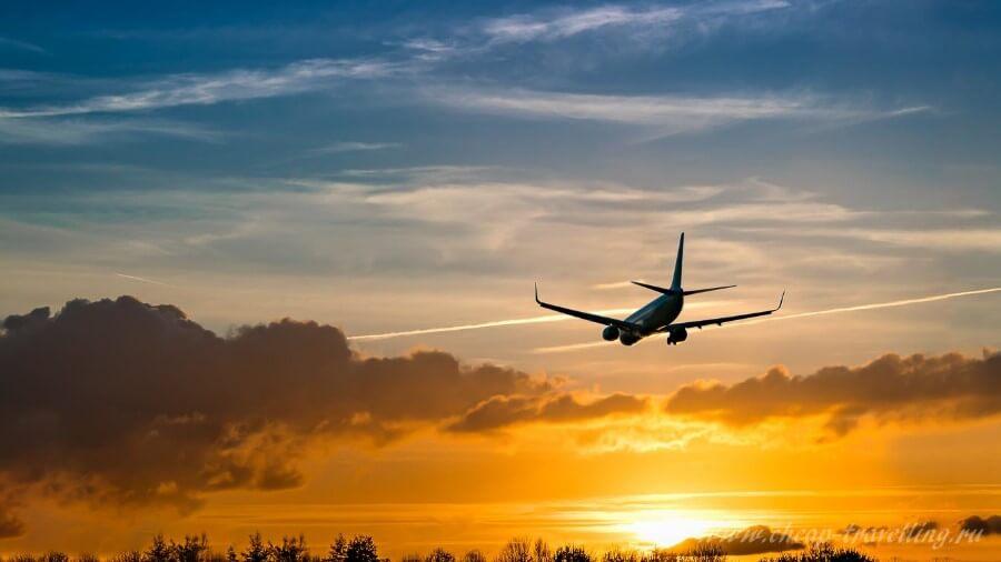 Пассажирский самолёт в полёте