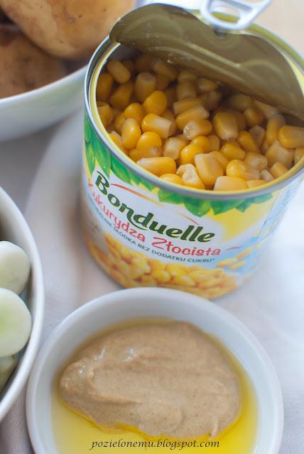 Sałatka ziemniaczana z bobem i kukurydzą