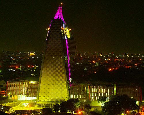 www.Tinuku.com Phinisi tower Makassar State University in facades symbol sailboat design Yu Sing