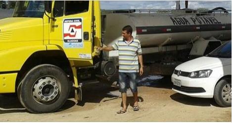 Delmiro Gouveia e mais 12 cidades do sertão tem abastecimento de água suspenso  por carros - pipa pela Defesa Civil