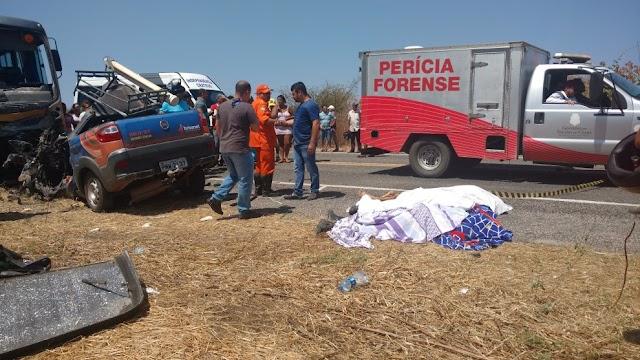 Três funcionários da Brisanet morrem após colisão de carro com ônibus escolar em cidade Cearense