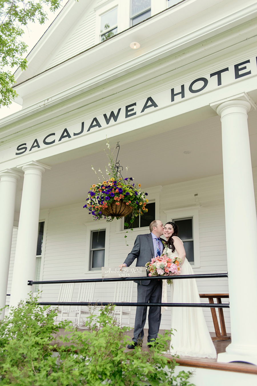 Photography: Loneman Photography / Venue: Sacajawea Hotel, Three Forks, MT / Florist: Katalin Green /