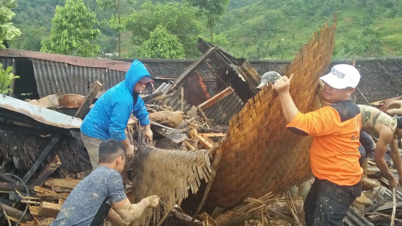 PKS Rayakan Tahun Baru di Bencana Longsor Sukabumi