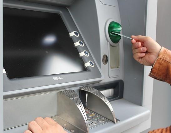Lurad med bankkortet! Hur får jag tillbaka pengarna? Reklamation och reklamera