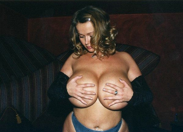 Does Nude big tit hand bras have