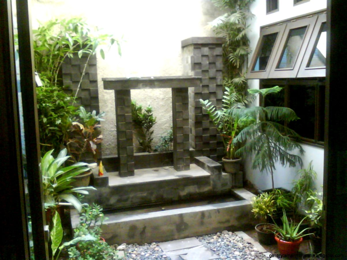 Taman Mungil Di Dalam Ruangan Rumah Minimalis Minimalis Idaman