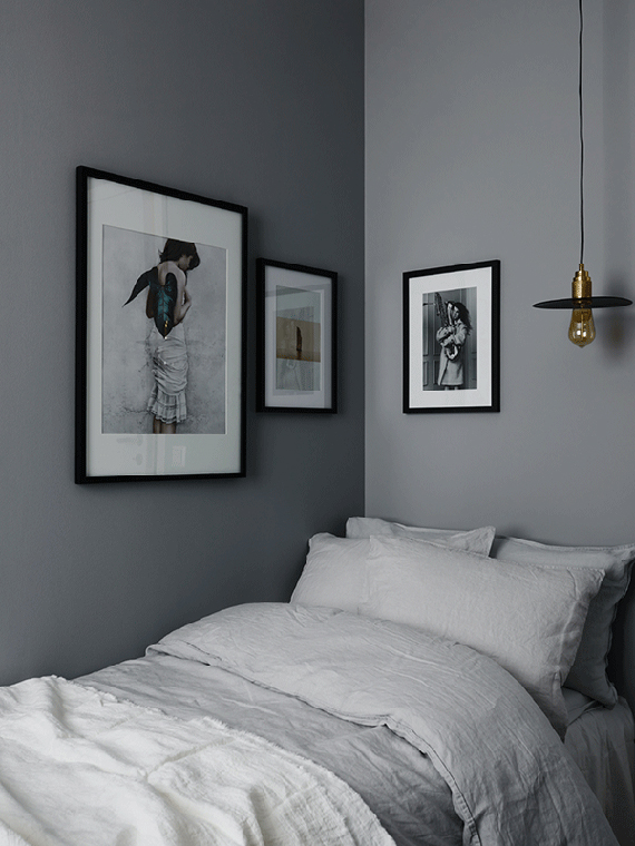 Gray bedroom. Photographer: Kristofer Johnsson Stylist | Decorator Anna Mårselius