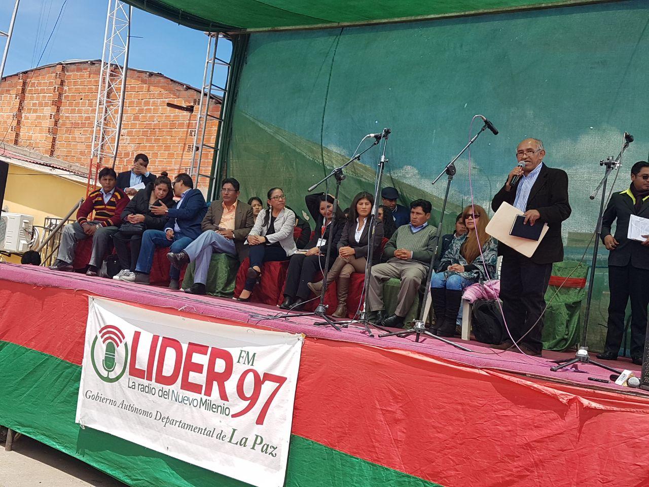 Patzi junto a los trabajadores y periodistas de la emisora en el Campo Ferial / RADIO LIDER