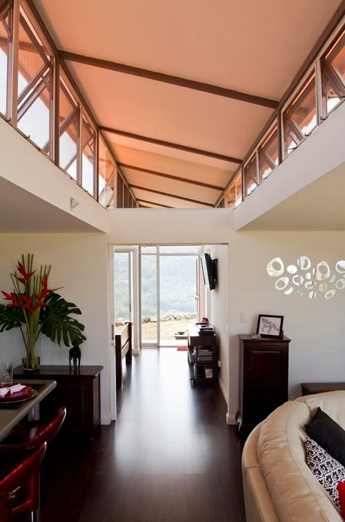 10-Corridor-Recycled-Container-House-Architect-Benjamin-Garcia-San-Jose-Costa-Rica-Solar-Panels-Recycled-Metal-www-designstack-co