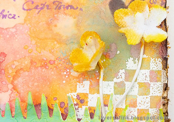 Layers of ink - Pastel Easter Tag Tutorial by Anna-Karin Evaldsson. Paper flowers.