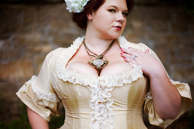 Miss Cherries' Orchard: How To Wear A Corset For The