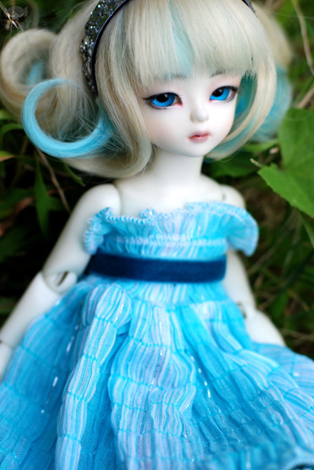 A Cute Young Girl In Casual Clothes On A Natural Blurred: Cute Baby Barbie Doll Wallpaper