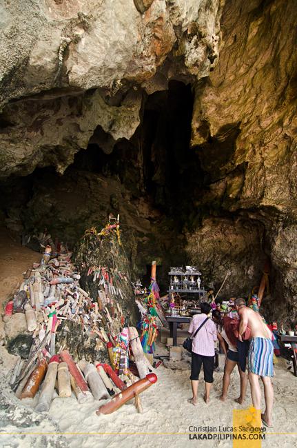 Krabi Four-Island Hopping Tour Phra Nang Cave Beach
