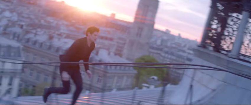 Modella Yves Saint Laurent pubblicità MON PARIS EAU DE TOILETTE con Foto - Aprile 2017