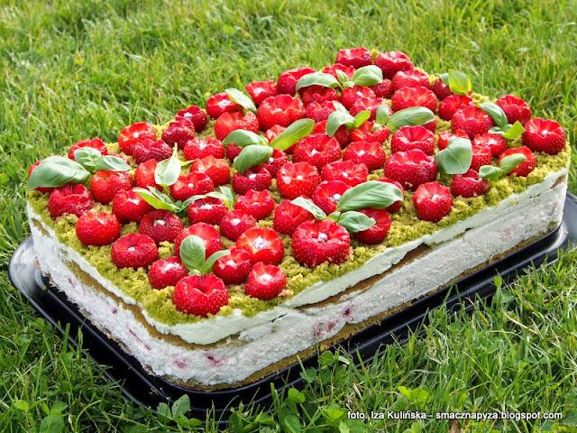 zielone ciasto, szpinak, bazylia, truskawki, truskawkowa polana, poltino, truskawkowe pole, deser na lato, ciasto na niedziele