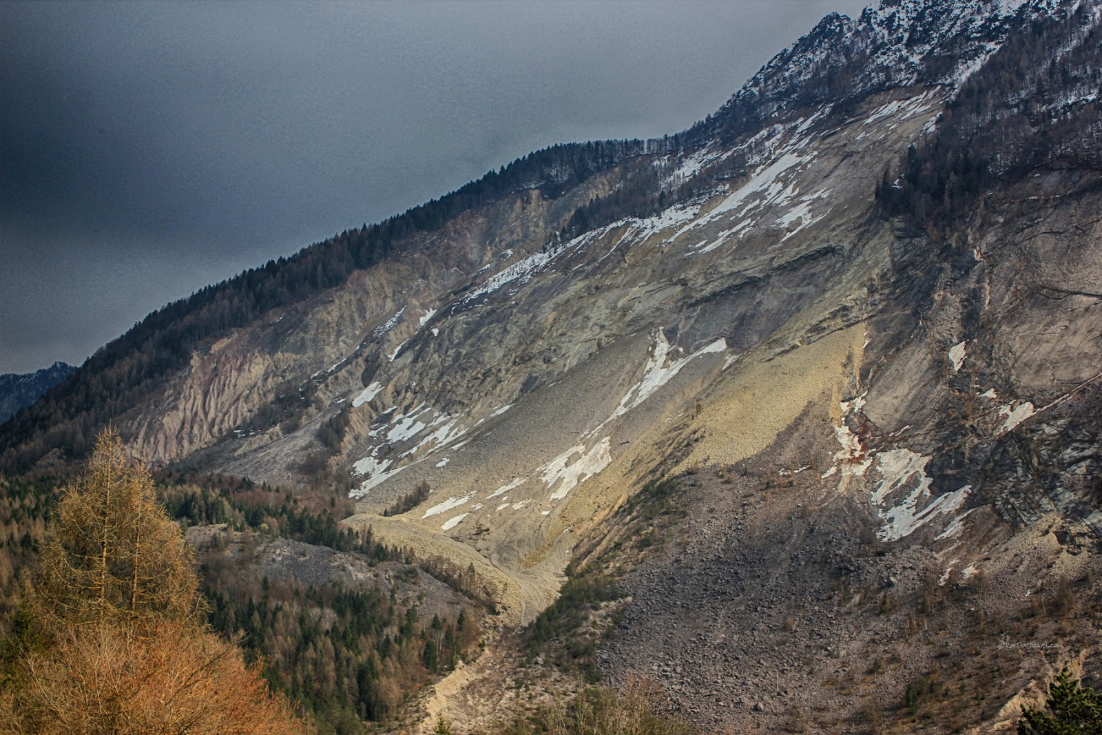 Vaiont dam landslide disaster Italy 1963 flood geology travel trip tour copyright rocdoctravel.com