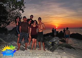 wisatawan di pulau karimunjawa
