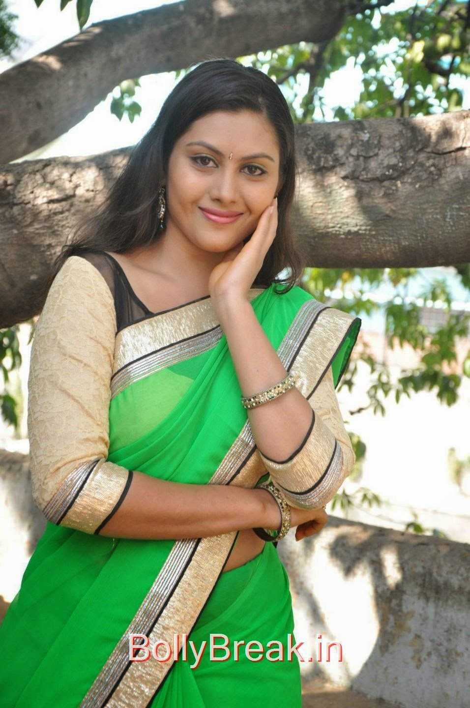 Priyanka Photo Gallery, Hot Pics Of Priyanka In Green Saree from SS Art Productions Production No 1 Movie