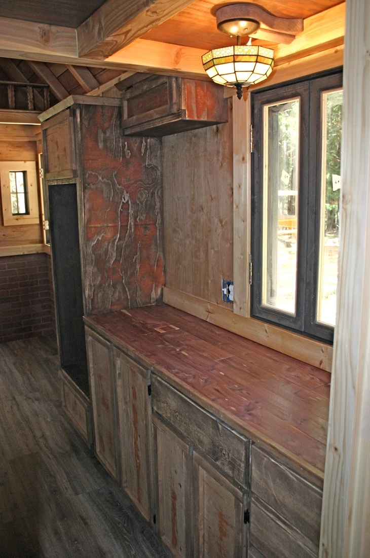 06-Molecule-Tiny-Homes-Architecture-with-a-Tiny-Home-1904-Style-www-designstack-co