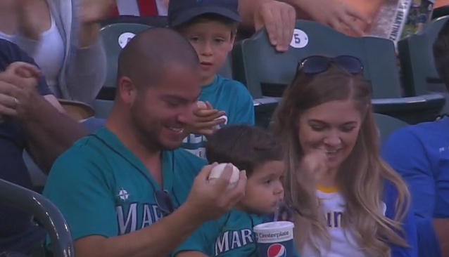 Mariners fan catches foul ball while holding his kid 7/20/2019