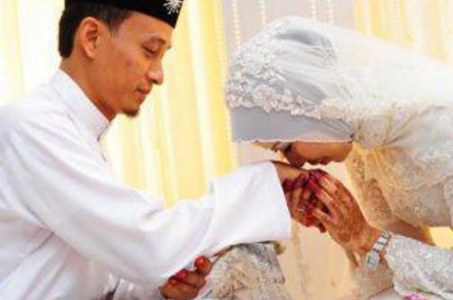 Seorang Istri Yang Menaati Suaminya, Balasan Surga Akan Diberikan Allah kepadanya