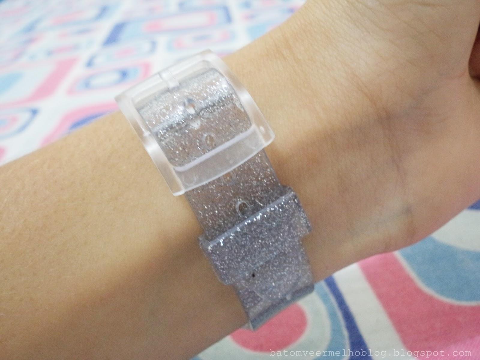8fe67aa9dd0 Primeiro esse relógio que é o de silicone (a propósito