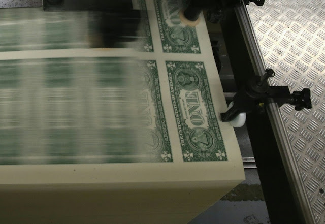 Dollar strengthens with bond yields