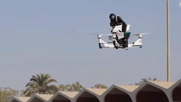 شرطة دبي تختبر أول دراجة نارية طائرة!