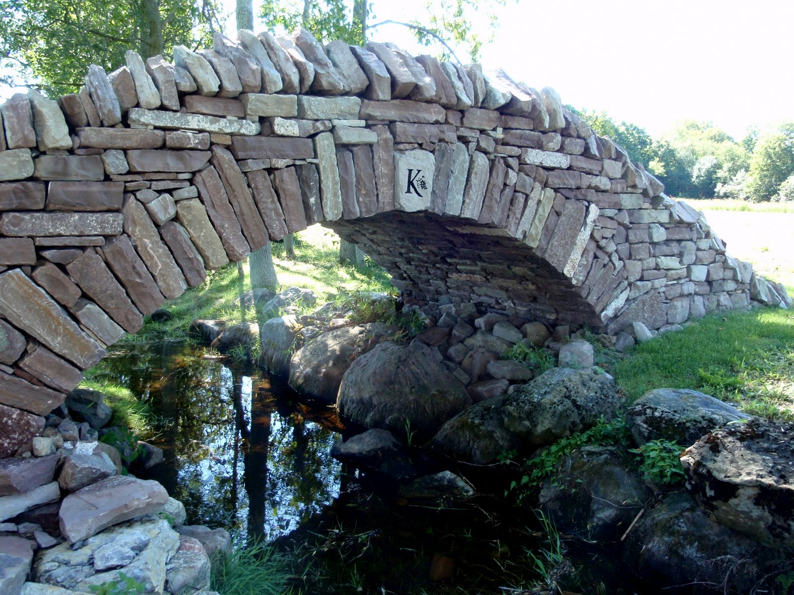 Stone bridge built without cement.