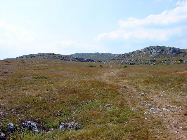 Дорога по яйле в сторону Эклизи-Буруна