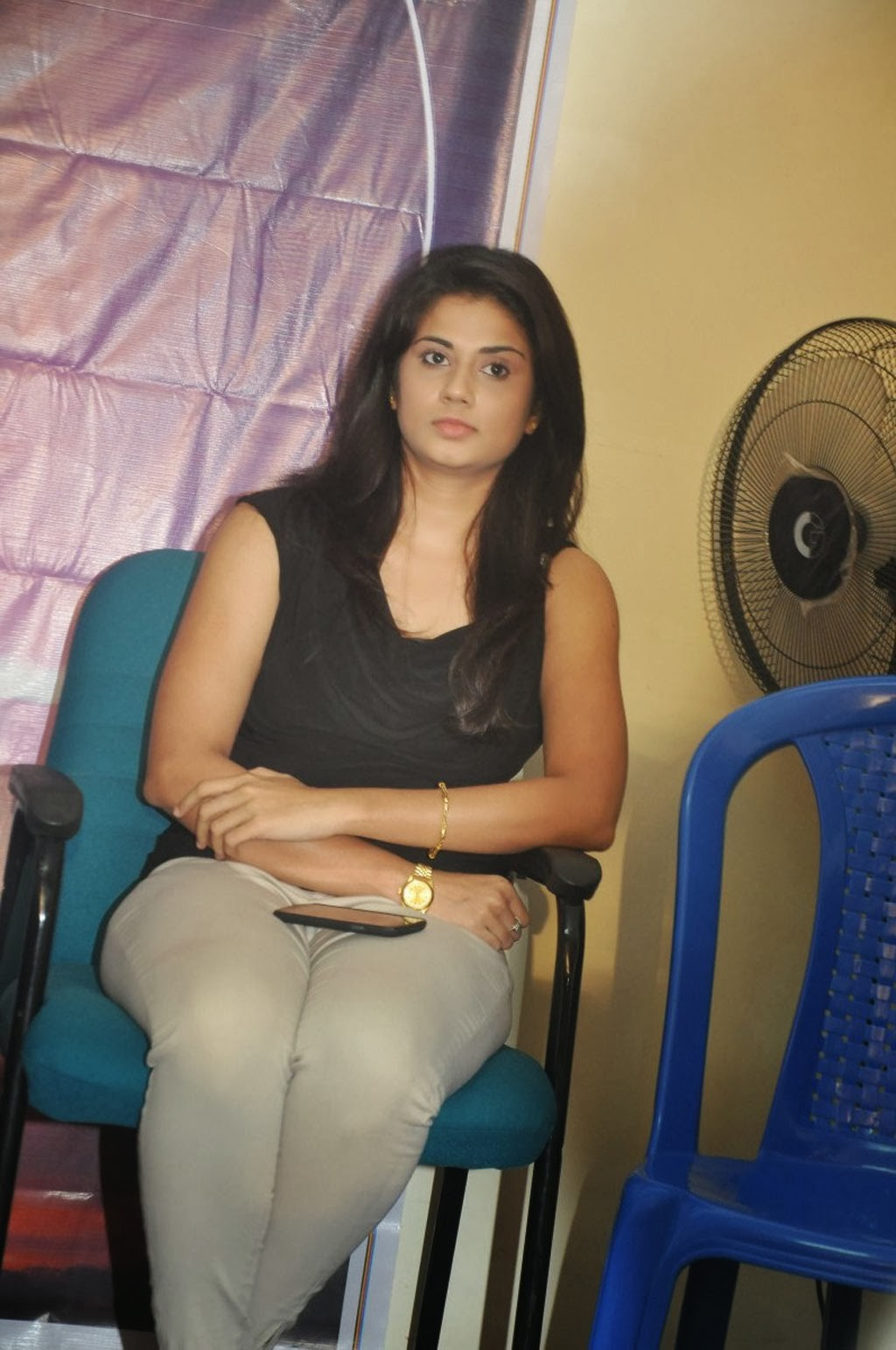 Hudasha photos in tight jeans at movie press meet