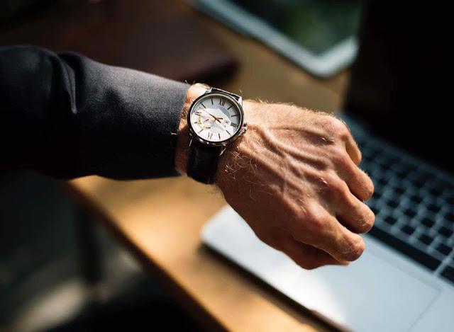 ما سر ارتداء الساعة في اليد اليسرى