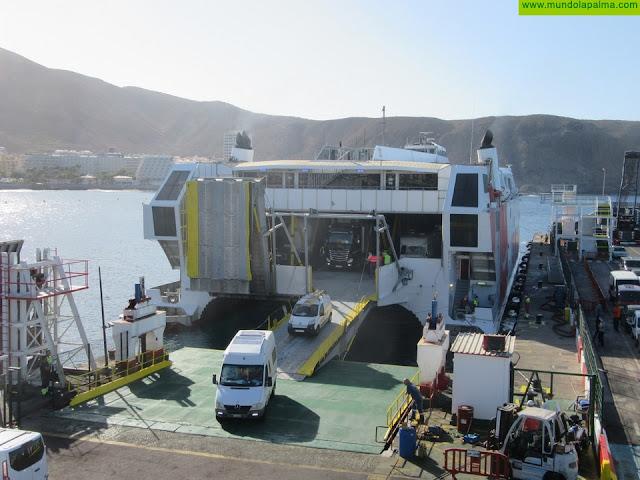 Naviera Armas estrena nueva rampa en el puerto de Los Cristianos