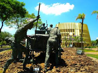 Monumento ao Agricultor e Igreja da Pipa em Bento Gonçalves